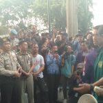 Bima Arya saat menemui elemen BEM Se Bogor Raya yang demo di Balaikota (ist)
