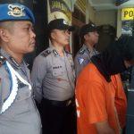 Dua pencuri yang beraksi di warung pecal lele di Bandung (arf)