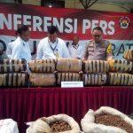 Ganja 83 kg yang diamankan dari kurir Aceh-Bandung (arf)