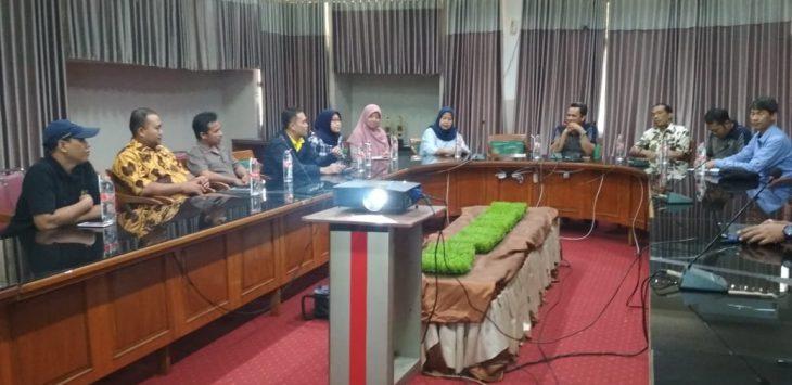 Rombongan kelembagaan Universitas Indonesia (UI) saat berada di ruang rektorat IAIN Syekh Nurjati Cirebon membincang soal penjajakan kerjasama. (Istimewa)