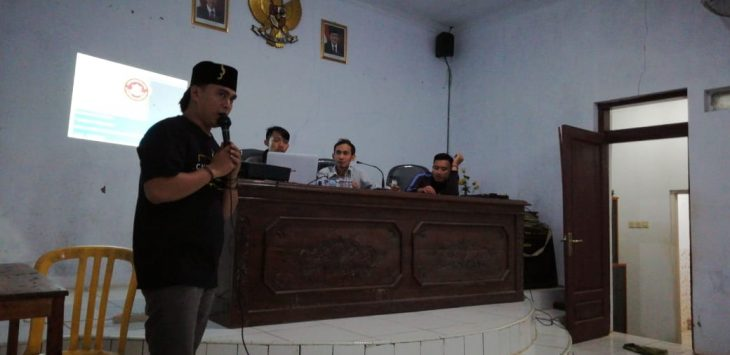 Ketua bidang organisasi dan kaderisasi, Eka Wildanu saat memberikan paparan program Karang Taruna. Ist/pojokjabar