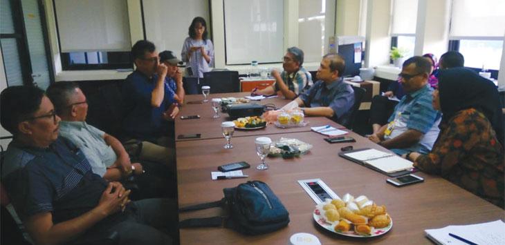Menyelesaikan masalah, akhirnya perwakilan Kampus UI bertemu dengan LPM se-Kecamatan Beji. Radar Depok