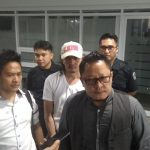 Kuasa hukum Jamal 'Preman Pensiun' saat di kantor BNN Jawa Barat