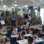 Anak-anak kota Cirebon mengikuti lomba mewarnai. Indra/pojokjabar