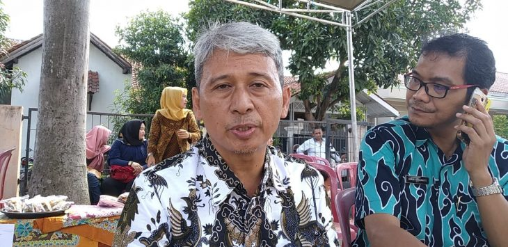 Lurah Argasunya bersama Staf BP4D Kota Cirebon. Indra/pojokjabar