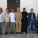 PMBS berfoto bersama Wawalko Bogor Dedie A. Rachim di lingkungan Balaikota Bogor