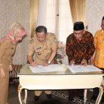 Penandatanganan kesepatakan antara Pemda Indramayu dan IAIN Syehk Nurjati Cirebon. Ist/pojokjabar