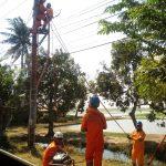 Perbaikan kabel sutet yang putus dan meledak di Karawang