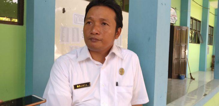 Sekretaris PPDB di SMA Negeri 9 Kota Cirebon Rojaya saat ditemui pojokjabar.com. ind/pojokjabar