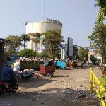 Sampah menggunung di TPSS Tuparev. Indra/pojokjabar