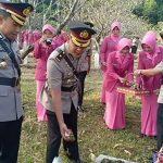 Kapolres Majalengka beserta jajaran melaksanakan tabur bunga di TMP Sawala. Foto Humas Polres for pojok jabar