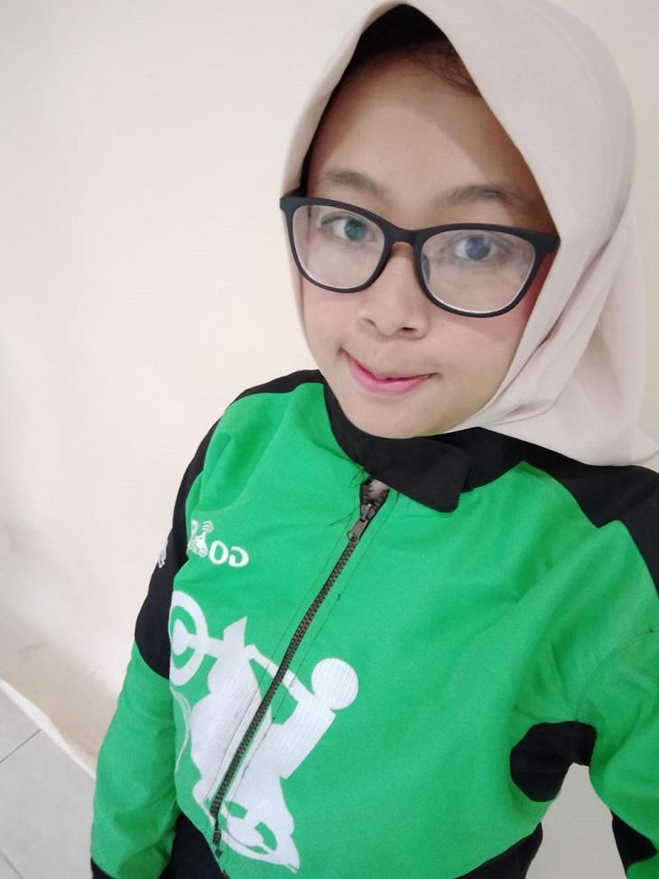 Teh Neng, ladies ojol Bandung dan salah satu relawan @pedulisesama21
