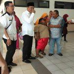 Wakil Bupati Karawang temui bocah obesitas Satia (7) sebelum masuk ruangan perawatan
