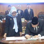 Bupati Bogor di DPRD Kabupaten Bogor membahas APBD (cek)