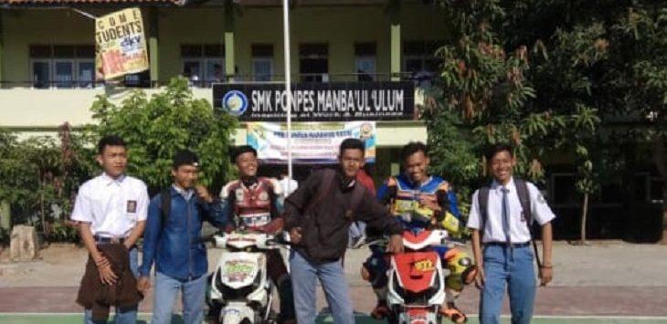 Ekskul balap motor SMK Ponpes Manbaul Ulum Cirebon./Foto: Istimewa