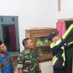 Petugas Kepolisian Polsek Beber dan Koramil Beber evakuasi korban Gandir. Kirno/pojokjabar.com