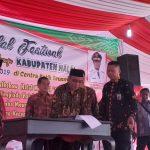 Rektor IAIN Syekh Nurjati Cirebon Dr H Sumanta M.Ag (tengah) saat menandatangani naskah kerjasama. Alwi/pojokjabar
