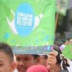 Perang penggunaan kantong plastik