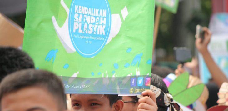 Perang penggunaan kantong plastik di satu daerah di Jabar. (ist)