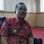 Plt Bupati Cirebon, Imron Rosyadi saat memberikan keterangan kepada wartawan. Ghofar/pojokjabar