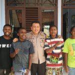 Kapolres Sukabumi bersama empat pelajar Papua (ist)