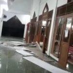 Kondisi masjid yang rusak akibat gempa Banten Jumat malam