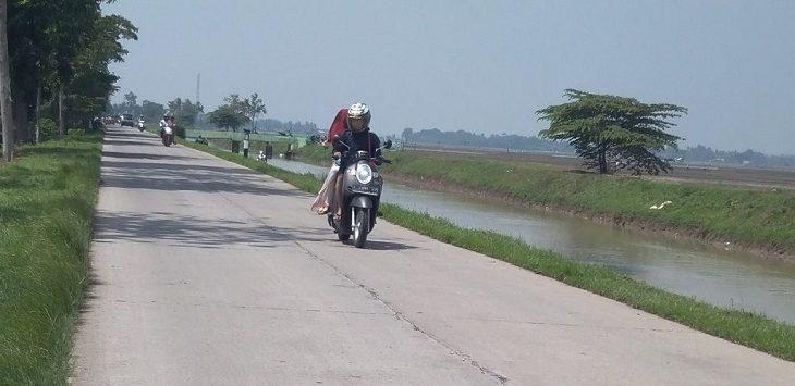 Kondisi sepanjang Jalan Layapan Jauh ke pemukiman ,sekitar 10 KM./Foto: Ega