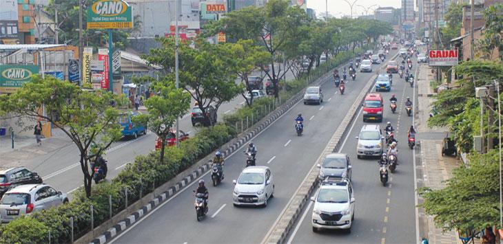 Sejumlah kendaraan melintas di kawasan Jalan Margonda Raya.