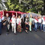 Mengarak bendera Merah Putih ukuran raksasa di Balaikota Bogor (ist)