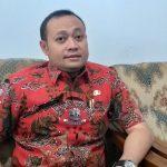 Nanan Abdul Manan, Kabid Pemerintahan Desa saat memberikan keterangan kepada wartawan. Ghofar/pojokjabar