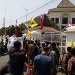 PMII yang demo di depan DPRD Kabupaten Karawang (ega)