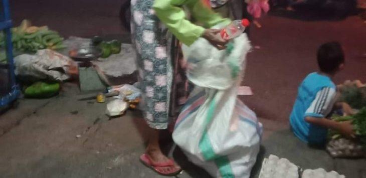 Mak Eti, sosok pmulung di Karawang./Foto: Istimewa