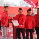 Penyerahan SK DPC PDI Perjuangan Kabupaten Indramayu. Yanto/pojokjabar