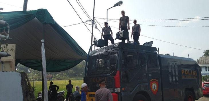 Polres Tasik Kota Distribusikan Air Bersih Dengan Kendaraan Water Cannon