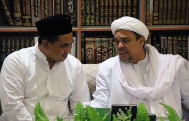 Putra KH Maimoen Zubair bersama Habib Rizieq di Mekkah (ist)