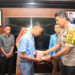 Siswa SMK yang menolong polisi terbakar di Cianjur terima penghargaan dari Polda Jabar (arf)