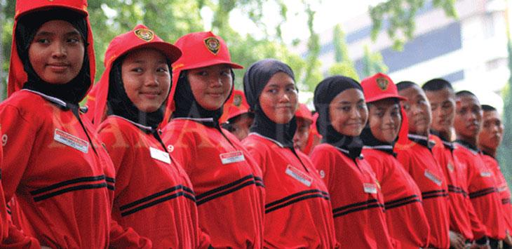 Sejumlah anggota Paskibraka Kota Depok saat berlatih di Halaman Balaikota Depok, Selasa (13/8). Hal tersebut dilakukan untuk memantapkan persiapan menjelang upacara HUT Ke-74 Kemerdekaan Republik Indonesia. Radar Depok