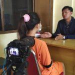 Vina Garut saat diwawancarai wartawan salah satu media online (ist)