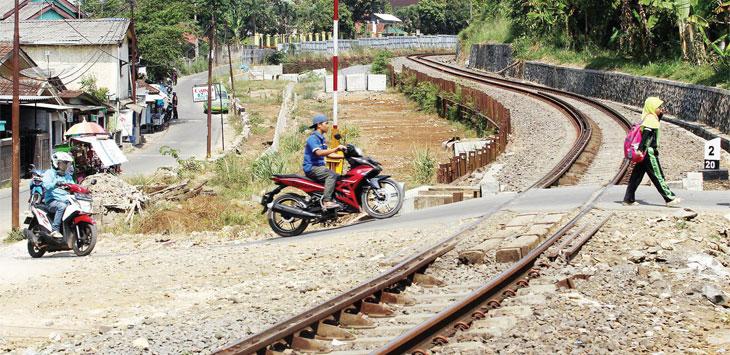 Ada 500 bangunan di Cigombong, Kabupaten Bogor, akan tergusur oleh rencana pembangunan proyek rel kereta api double track jalur Bogor-Sukabumi.