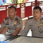 Kasatlantas Polres Cirebon, AKP Asep Nugraha (kanan) saat memberikan keterangan. Kirno/pojokjabar