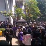 Aksi mahasiswa Unpak Bogor