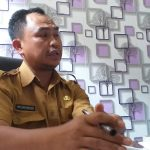 Kasi Surveilans dan Imunisasi pada Dinas Kesehatan Kabupaten Cirebon, Dedi Supriyatnaris saat memberikan keterangan. Ghofar/pojokjabar