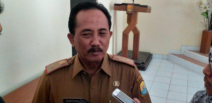 Kadisbudparpora Kabupaten Cirebon, Hartono saat memberikan keterangan kepada wartawan. Ghofar/pojokjabar