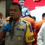 Kapolres Cirebon AKBP Suhermanto di dampingi Kasatreskrim AKP Kartono Gumelar pada pengungkapan Operasi Libas Lodaya. Kirno/pojokjabar