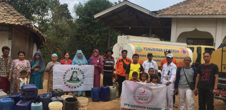 Warga Desa Mulyasejati Karawang Senang Dikirim Air Bersih