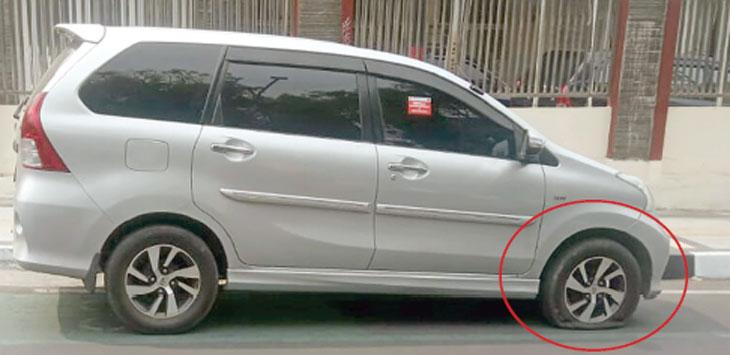 Mobil milik salah seorang ASN Kota Sukabumi terjaring razia gembos ban oleh Dinas Perhubungan Kota Sukabumi.
