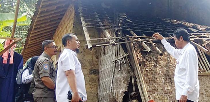 Kondisi salah satu Rutilahu di Desa Palasari Hilir, Kecamatan Parungkuda nampak nyaris ambruk.