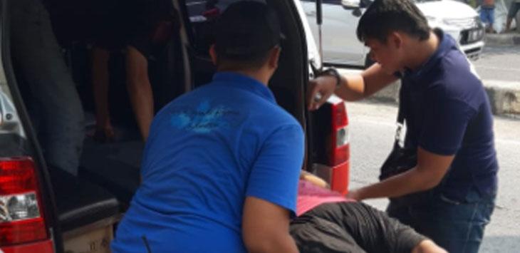 Painah (35) wanita paruh baya yang mencoba bunuh diri dengan lompat ke Kali Ciliwung dari Jembatan Juanda, Kelurahan Mekarjaya, Sukmajaya, Minggu (22/9/19). Ist