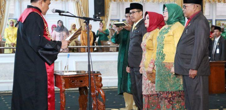 H.Ahmad Sanusi (Amor) saat dilantik menjadi ketua DPRD Purwakarta