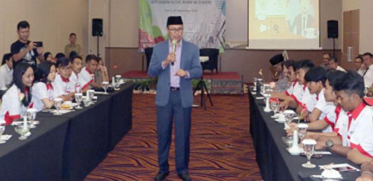 Walikota Sukabumi, Achmad Fahmi saat memberikan sambutan kepada komunitas motor di salah satu hotel di Kota Sukabumi.